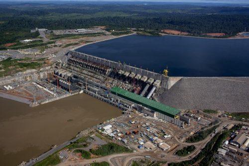 L'un de 6 barrages de la Centrale Hydroéléctrique de Belo Monte